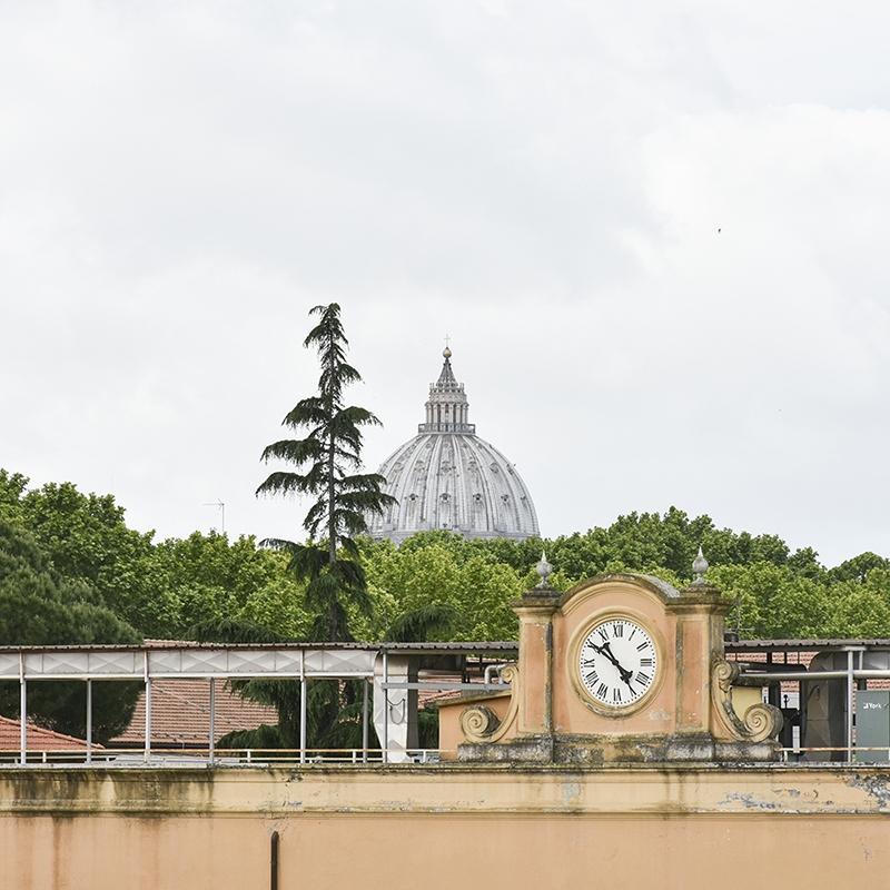 Roma, Quartiere Prati, in Viale delle Milizie, un luminoso quadrilocale con vista su San Pietro.