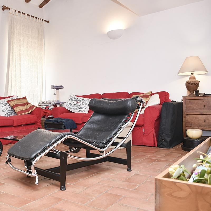 Roma, Quartiere Prati, in Via Borgo Pio, un grazioso appartamento bilivelli in palazzina del '600/'700.